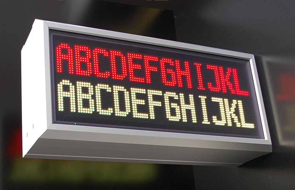 Affichage alphanumérique, indoor, RVB lisible des deux côtés, DEL matrix LED 32x96, pixel pitch 3 mm